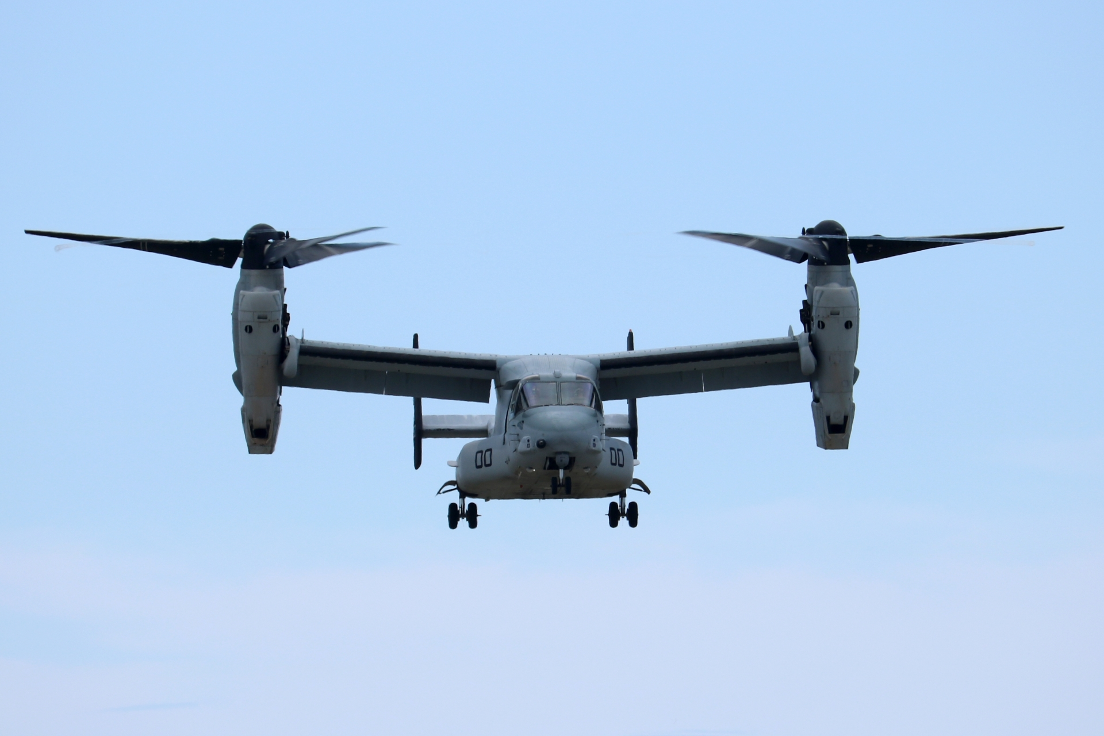 軍用航空機オスプレイ(V-22)のホバリング