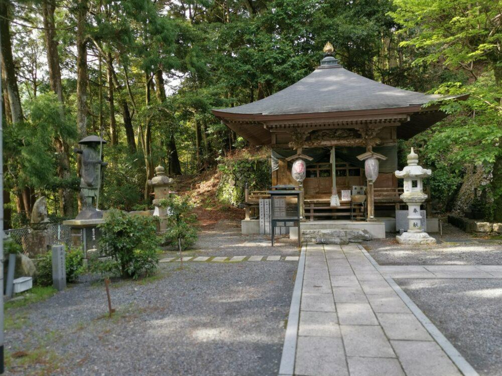 中津峰山如意輪寺。