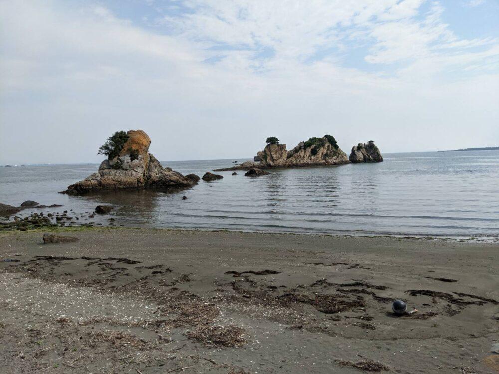 金磯弁財天。奇妙な岩たち。