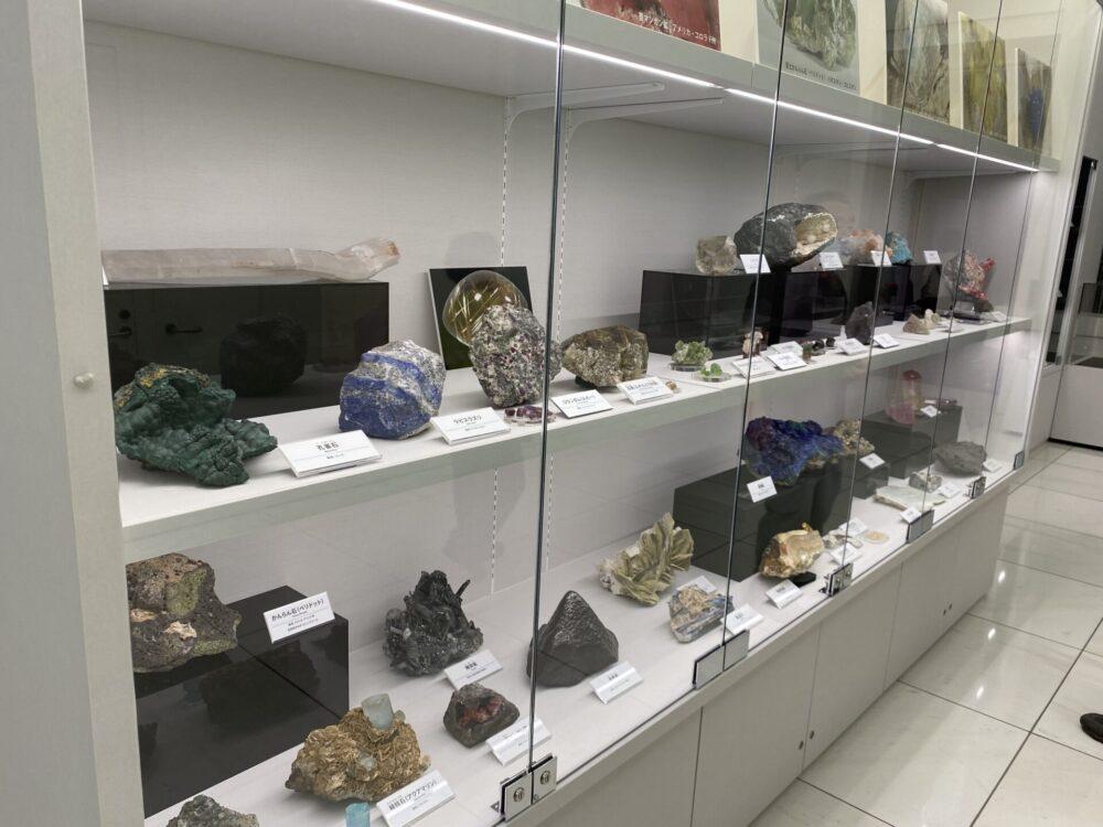 たくさんの鉱物たち。撮影ヲヲクラゲ。